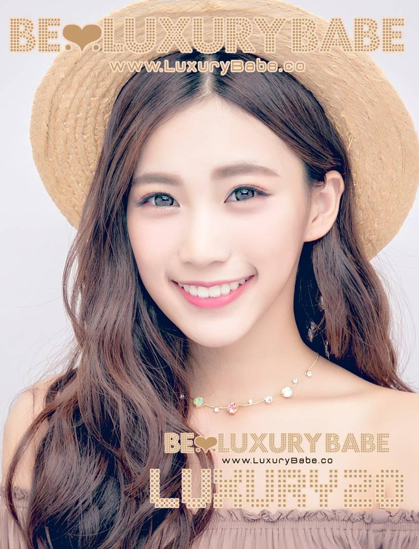 Luxury Babes Pics 15